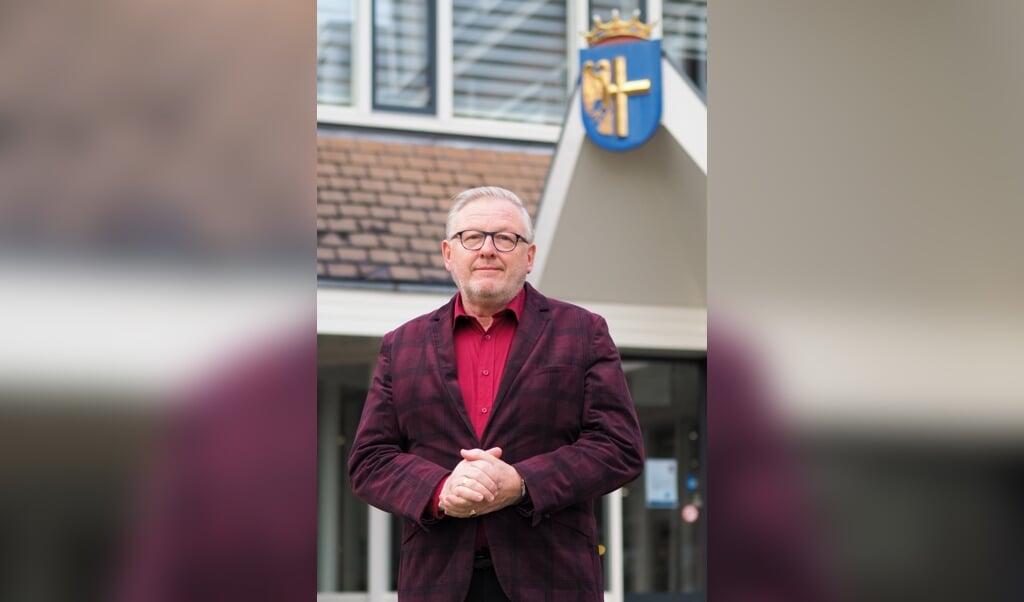 Burgemeester Melis van de Groep voor het gemeentehuis van Bunschoten  (beeld Gemeente Bunschoten)