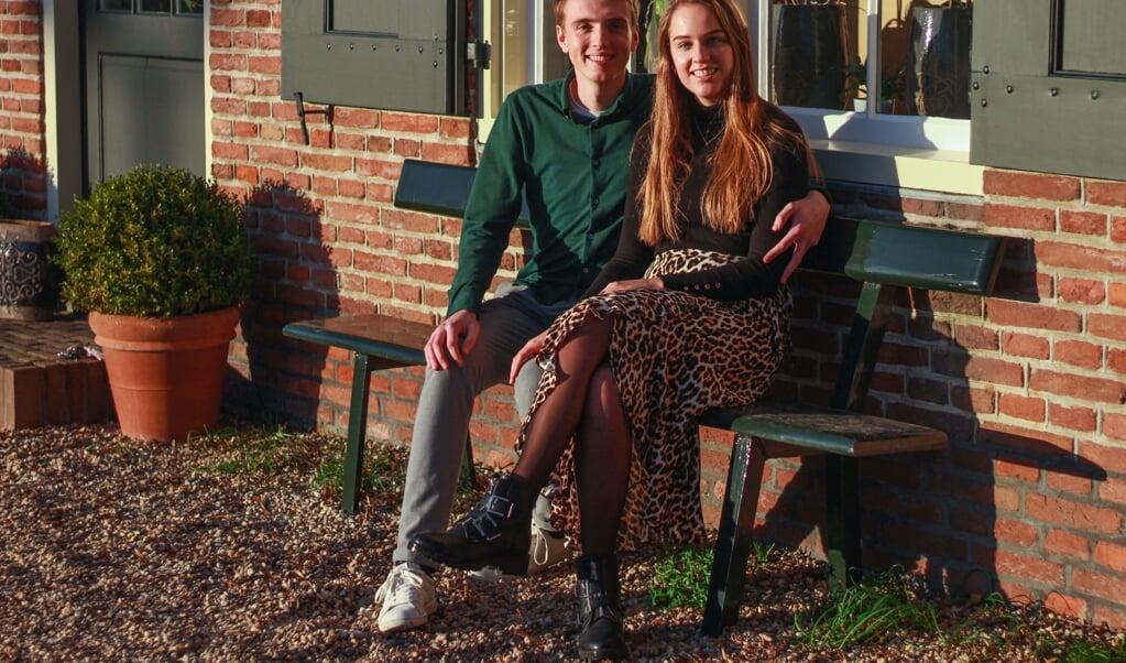 Cornee Klaver en Harmke Wildt leerden elkaar kennen in het vierde jaar van de havo.  (beeld Karen Zilver)