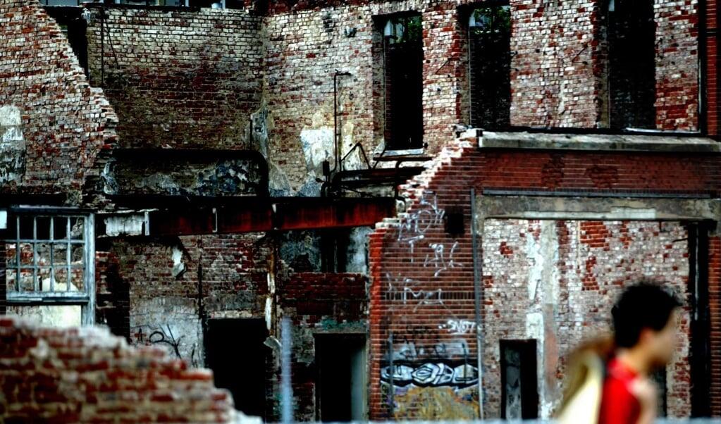 De vuurwerkramp in Enschede droeg ertoe bij dat er een Onderzoeksraad voor Veiligheid kwam voor 'alle gevallen'. De foto:is genomen tijdens een stille tocht ter herdenking van de ramp.   (beeld anp / David van Dam)