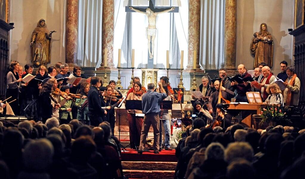 Een uitvoering van een Bachcantate door het barokensemble van Toulouse. 'Zijn muziek brengt me van mijn onrustige gevoel naar mij getroost voelen', zegt Lydia Vroegindeweij.  (beeld afp / Pascal Pavani)