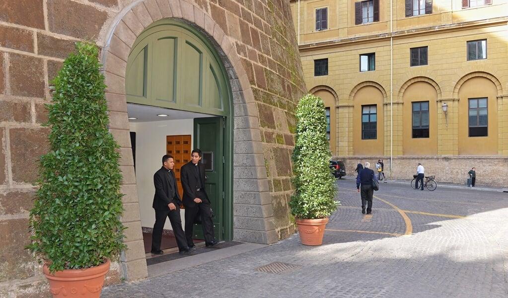 De hoofdingang van de Vaticaanse bank IOR.  (beeld Epa/Press Photo Ior)