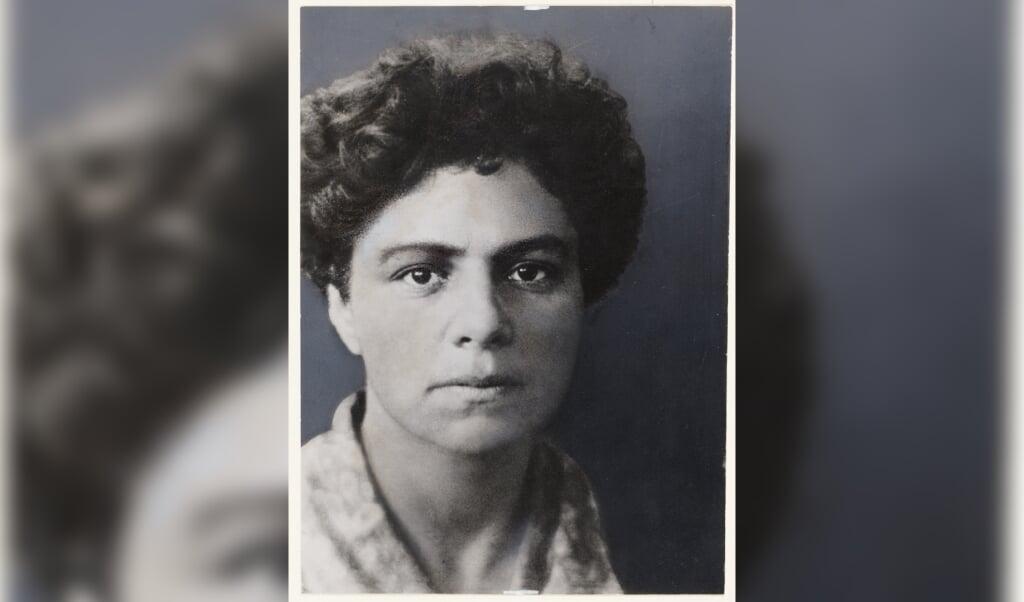 Carry van Bruggen, pseudoniem van Carolina Lea de Haan.  (beeld wikipedia)