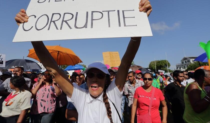 Protesten tegen Bouterse in februari.  (beeld anp / Ranu Abhelakh)