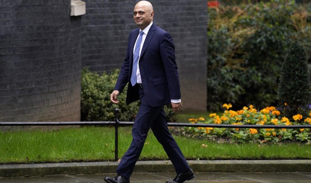 Sajid Javid op weg naar Downing Street 10, waar hij concludeert dat er voor hem na de 'reshuffle' geen plaats meer is in het Britse kabinet.  (beeld epa / Will Oliver)