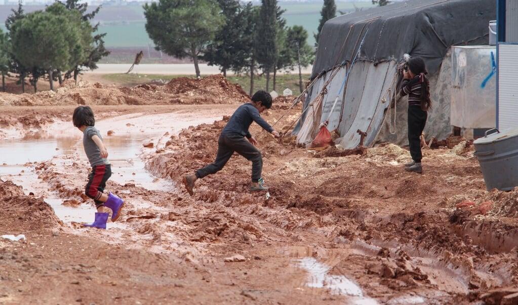 Zowel vluchtelingen in kampen in Idlib als de bevolking van Noord-Oost-Syrië zijn zwaar getroffen door de gedwongen sluiting van grensovergangen voor humanitaire hulp.   (beeld afp / Ibrahim Yasouf)