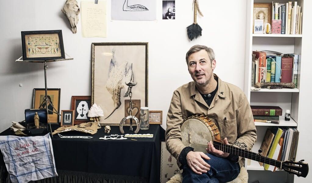Ook Tonnie Dieleman zit veel thuis door het coronavirus, maar hij heeft het drukker dan ooit.  (beeld Mechteld Jansen / Snowstar Records)