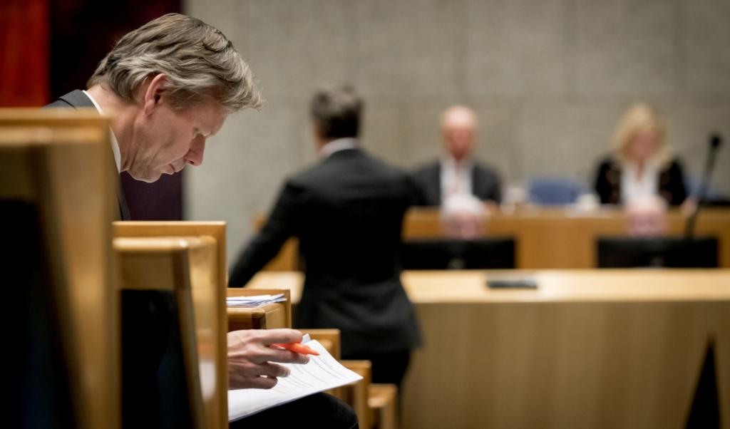 Joël Voordewind van de ChristenUnie tijdens het debat over de goedkeuring van het veelbesproken CETA-handelsverdrag tussen de Europese Unie en Canada.  (beeld anp / Koen van Weel)