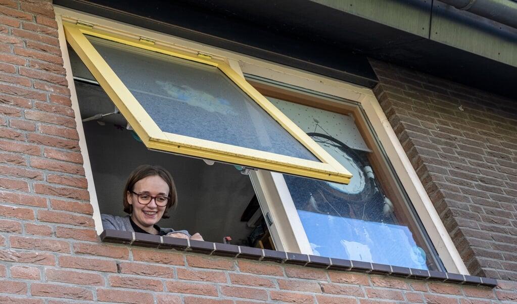 Liam Warmels brengt een bezoekje aan zijn vriendin Fabienne de Vries die in thuis-quarantaine zit. Beiden zijn ze autistisch, ze vertellen hoe dat is in coronatijd. Foto Joost Hoving  (beeld Joost Hoving)