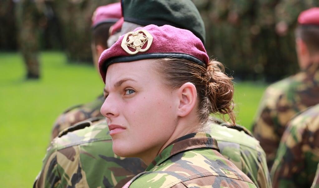 'Het is een geruststellende gedachte dat er bij Defensie ruim 46.000 militairen werken. De meesten zijn jong en fit.'   (beeld Riekelt Pasterkamp)