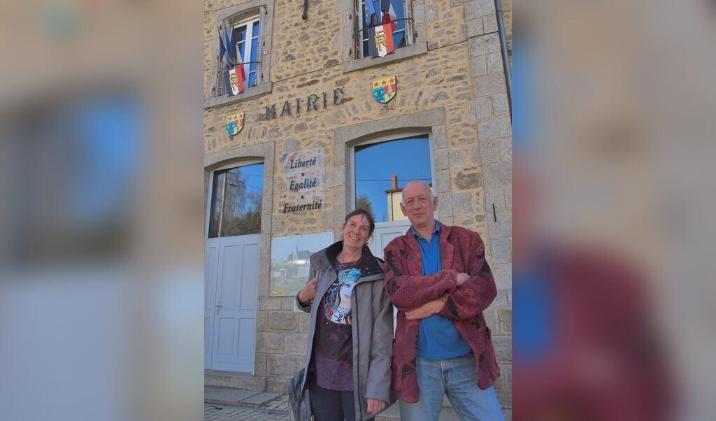 Mélanie Deijn en Cees Breuer, zojuist verkozen in de gemeenteraad van Échandelys.  (beeld Imco Lanting)