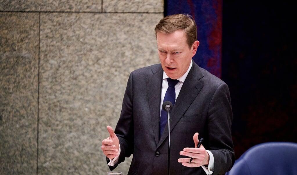Minister Bruno Bruins voor Medische Zorg (VVD) woensdagavond tijdens het coronadebat.  (beeld anp / Phil Nijhuis)