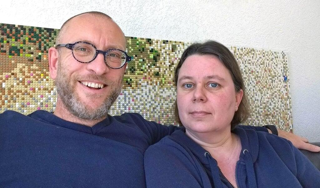 Harro Bos en zijn vrouw Anine die maandag uit het ziekenhuis kwam nadat het coronavirus bij haar had toegeslagen.  (beeld Sara Bos)