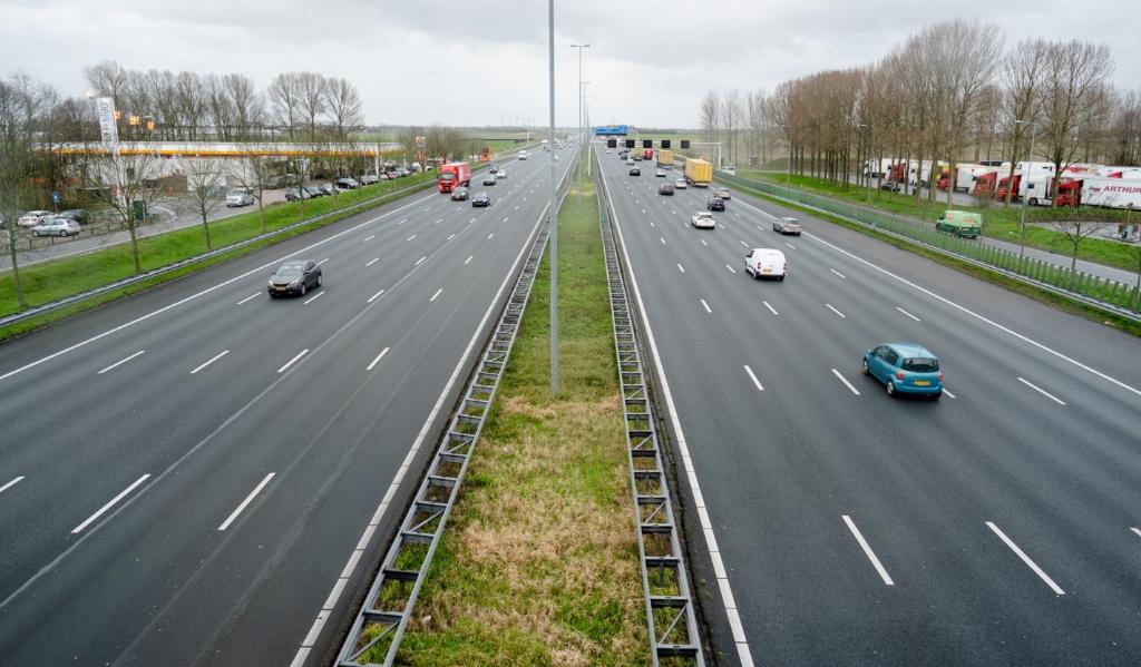 De A4 tijdens de ochtendspits.  (beeld anp / Bart Maat)