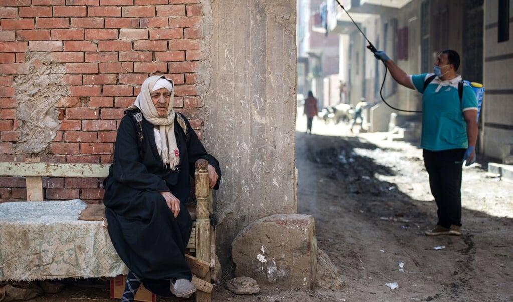 Als het huidige officiële aantal van bijna 350 coronabesmettingen in Egypte (het hoogste in Afrika) en 14 doden straks sterk toeneemt, zijn de gevolgen niet te overzien.  (beeld epa / Mohamed Hossam)