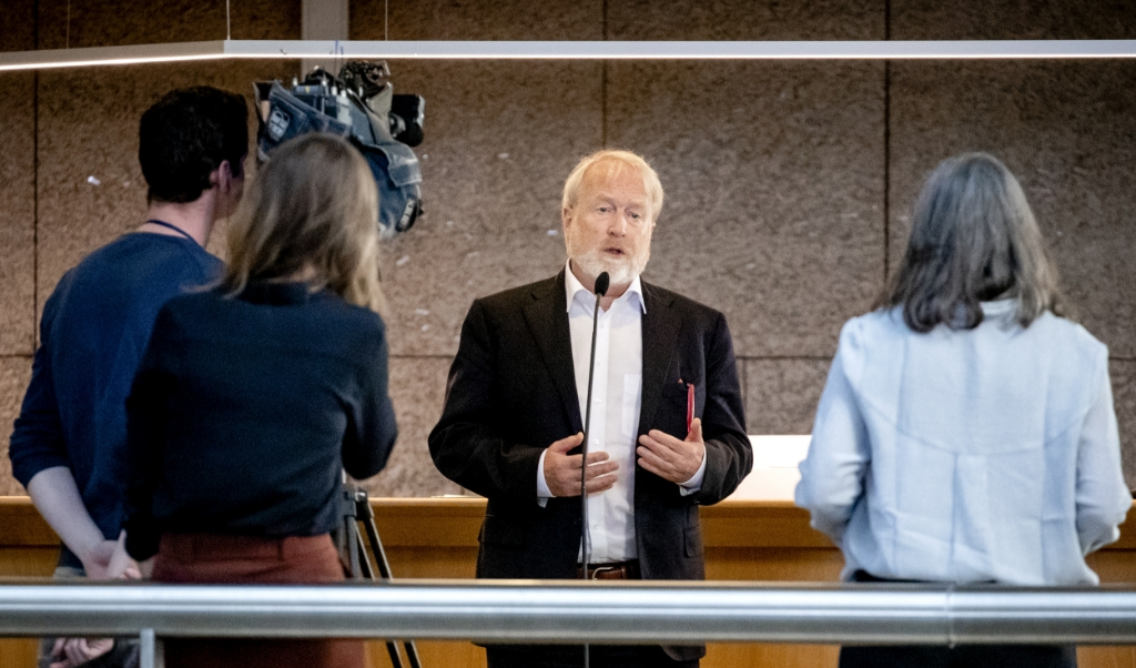 Jaap van Dissel, directeur infectiebestrijding van het RIVM, in de wandelgangen van de Tweede Kamer.  (beeld anp / Sem van der Wal)