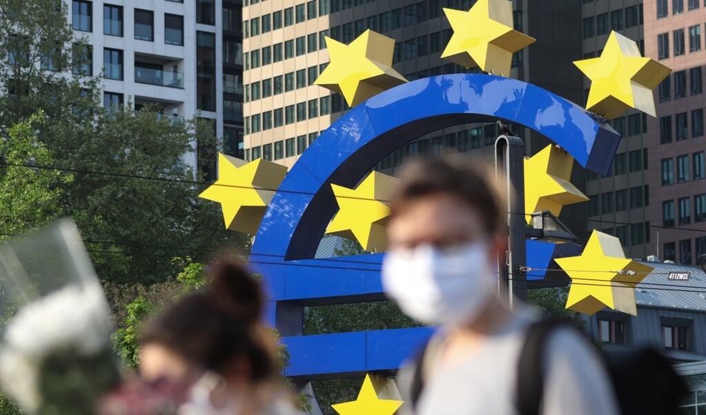 Het bestuur van de ECB draait de geldkraan verder open.  (beeld afp / Yann Schreiber)