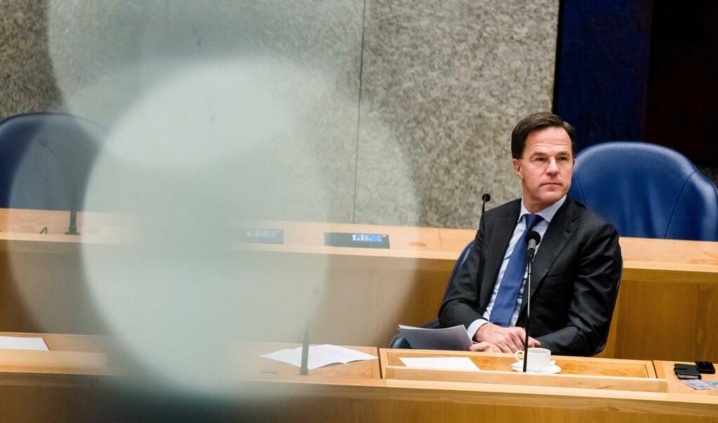 Premier Mark Rutte tijdens het debat over de bestrijding van het coronavirus.  (beeld epa / Bart Maat)