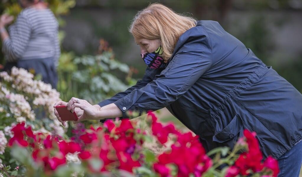 De Botanische Tuin van Atlanta opende op 21 mei weer de deuren voor bezoekers. Het is buiten de stad niet moeilijk om meer dan twee meter afstand van elkaar te houden.  (beeld epa / Erik S. Lesser)