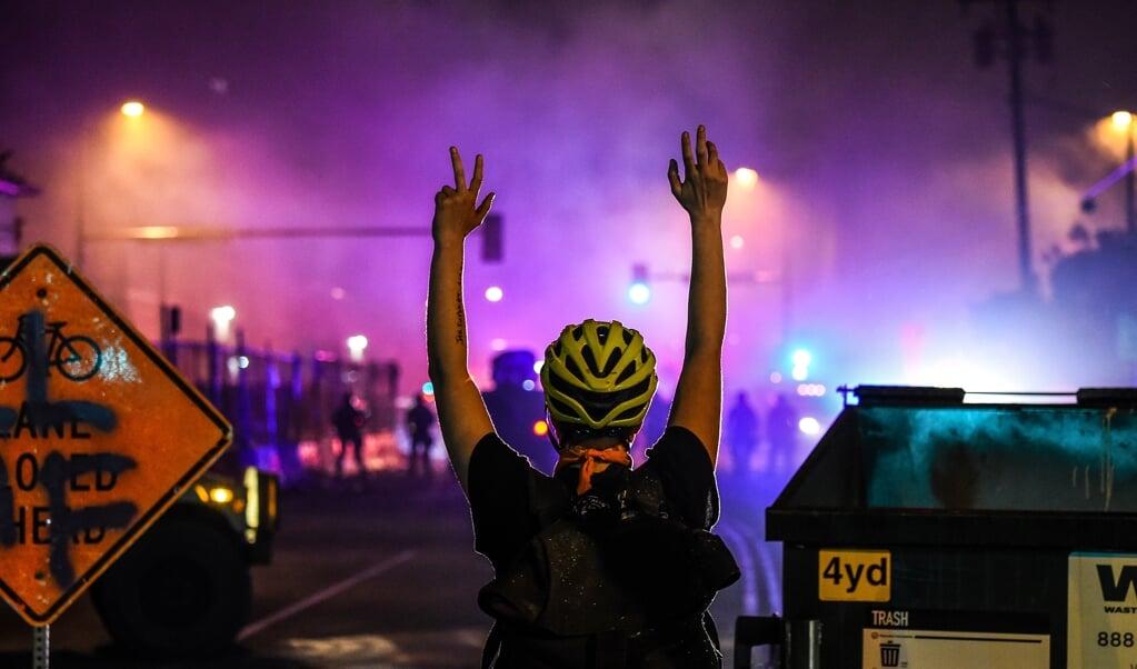 Vrijdag waren er opnieuw massale  protesten in de straten van Minneapolis tegen de dood door politiegeweld van George Floyd.  (beeld afp/Chandan Khanna)