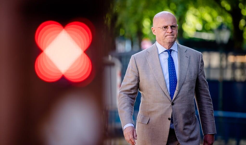 Minister Ferd Grapperhaus van Justitie en Veiligheid (CDA) bij aankomst  op het Binnenhof voor de wekelijkse ministerraad.  (beeld anp / Bart Maat)