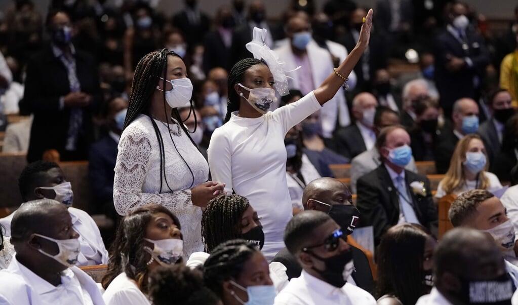 De begrafenisdienst voor George Floyd, vorige maand. 'De veerkracht en het onblusbare geloof van Afro-Amerikanen zijn een wonder.'   (beeld afp / David J. Phillip)