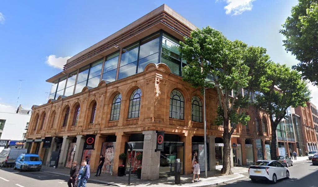 Het betroffen kantorencomplex aan 60 Sloane Avenue in de Londense wijk Chelsea.  (beeld Google Streetview)