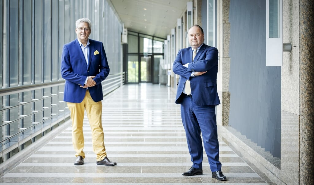 Henk Krol (l.) en Henk Otten gaan samenwerken binnen de Partij voor de Toekomst.  (beeld anp / Robin van Lonkhuijsen)