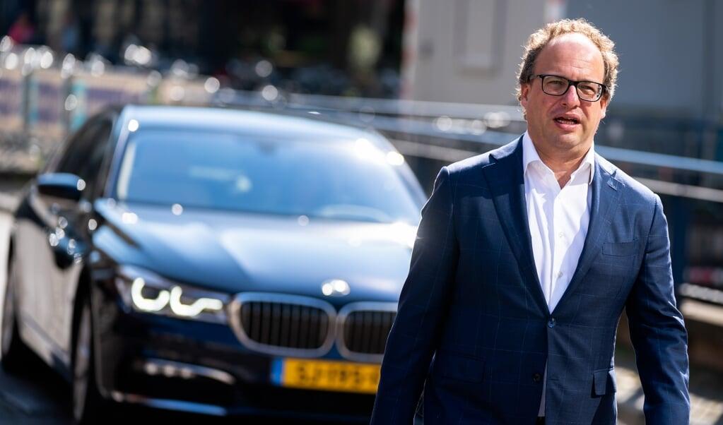 Minister Wouter Koolmees van Sociale Zaken en Werkgelegenheid (D66) bij aankomst op het Binnenhof voorafgaand aan de wekelijkse ministerraad.   (beeld anp / Bart Maat)