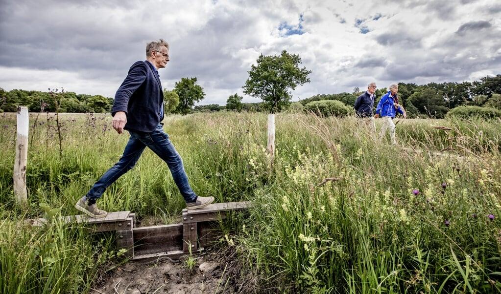 Flip Witte in natuurgebied de Bruuk, waar hij tegenwoordig moeiteloos zijn voeten droog houdt.   (beeld Raymond Rutting)