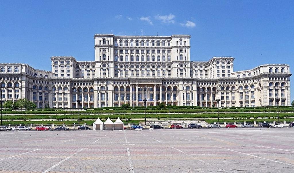 Roemeens parlementsgebouw in Boekarest.  (beeld wikipedia)