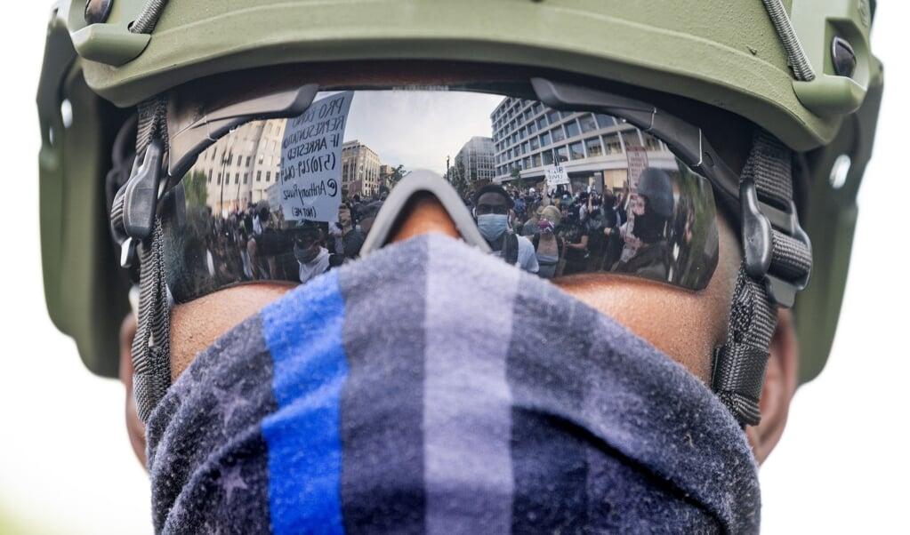 Voormalige bevelhebbers hebben ontzet gereageerd op de inzet van de Nationale Garde tegen demonstranten, zoals hier in Washington DC.  (beeld AFP / Jim Watson)