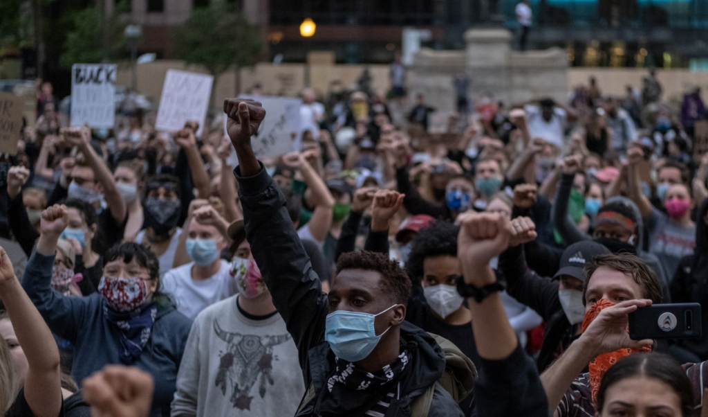 Ook in Columbus, Ohio protesteerden mensen tegen het politiegeweld dat George Floyd het leven kostte.  (beeld Seth Herald / afp)
