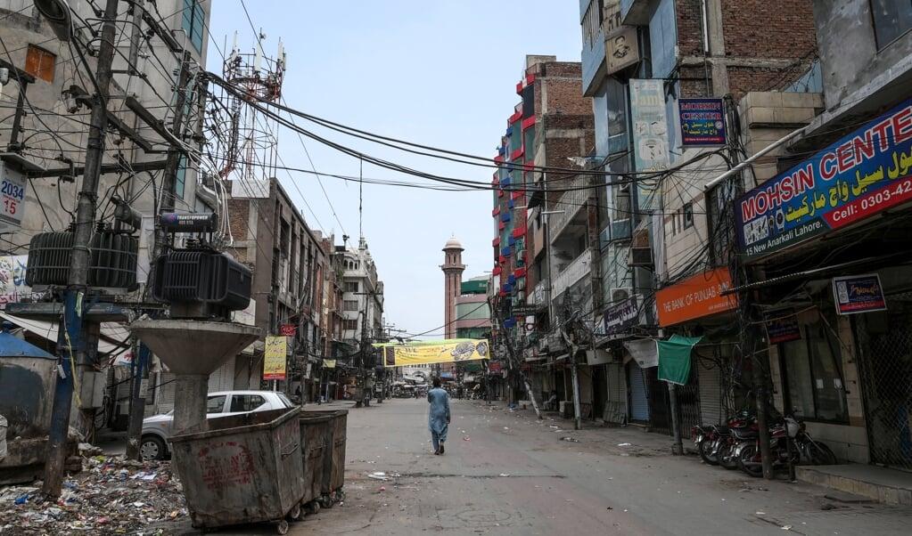 Lahore in coronatijden. In de Pakistaanse hoofdstad was de rechtszaak van de Pakistaanse Maira Shahbaz   (beeld Arif ali / afp)