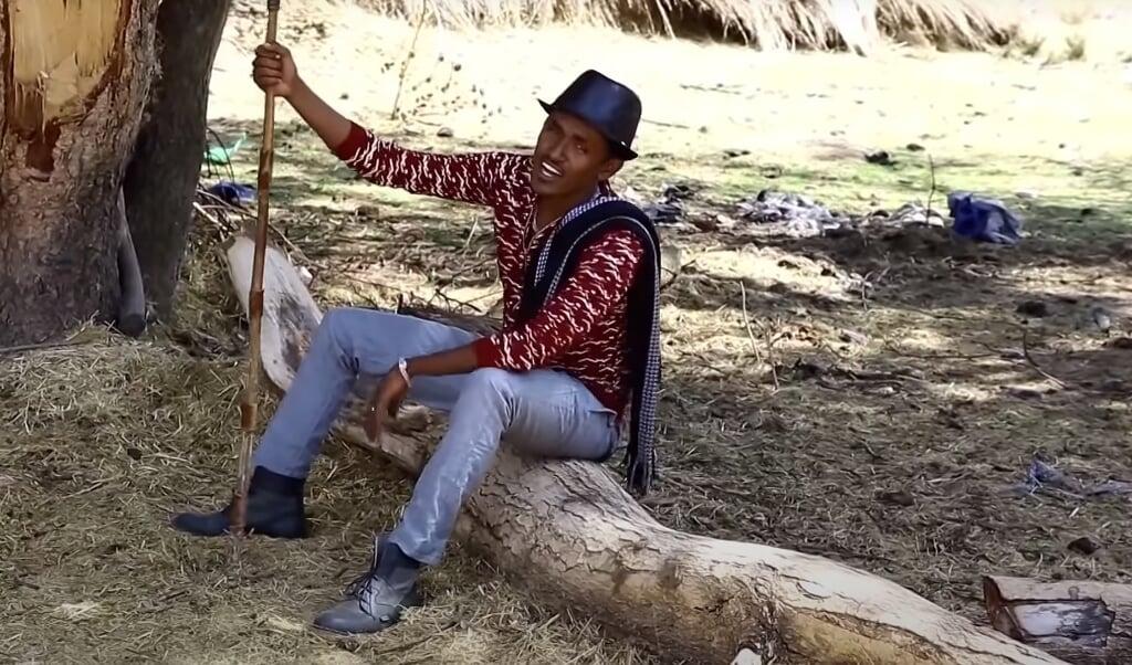 De moord op protestzanger Haacaaluu Hundeessaa ontketende deze week een bloedig volksprotest in Ethiopië.  (beeld youtube)