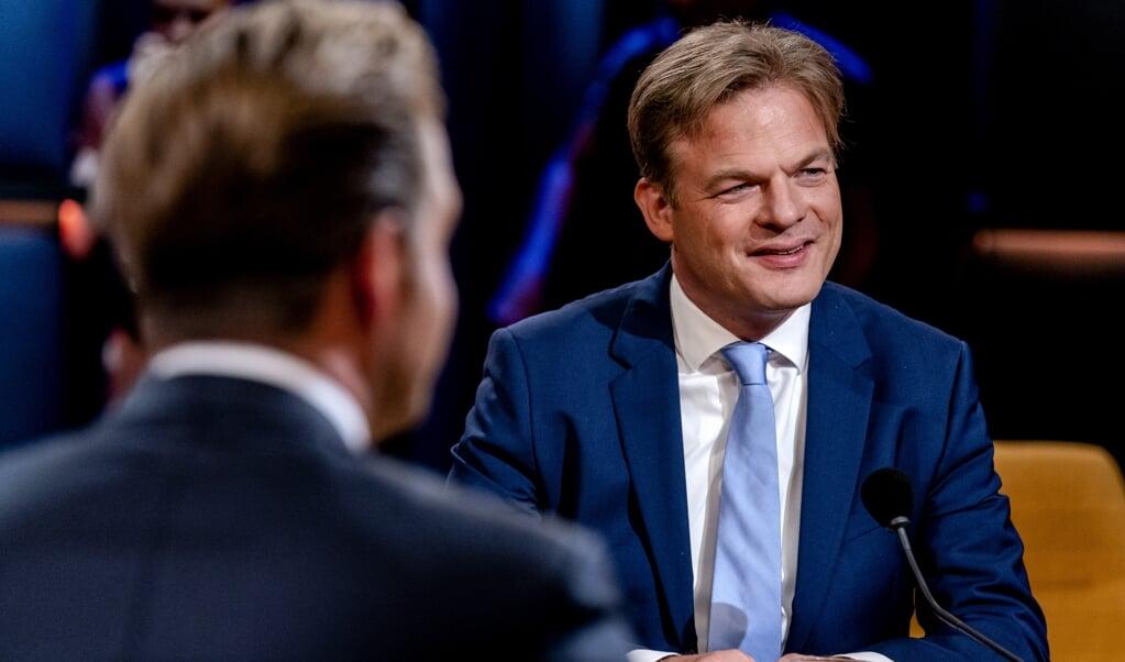 Lijsttrekkerskandidaten Hugo de Jonge en Pieter Omtzigt in de studio van talkshow Op1.  (beeld anp / Sander Koning)