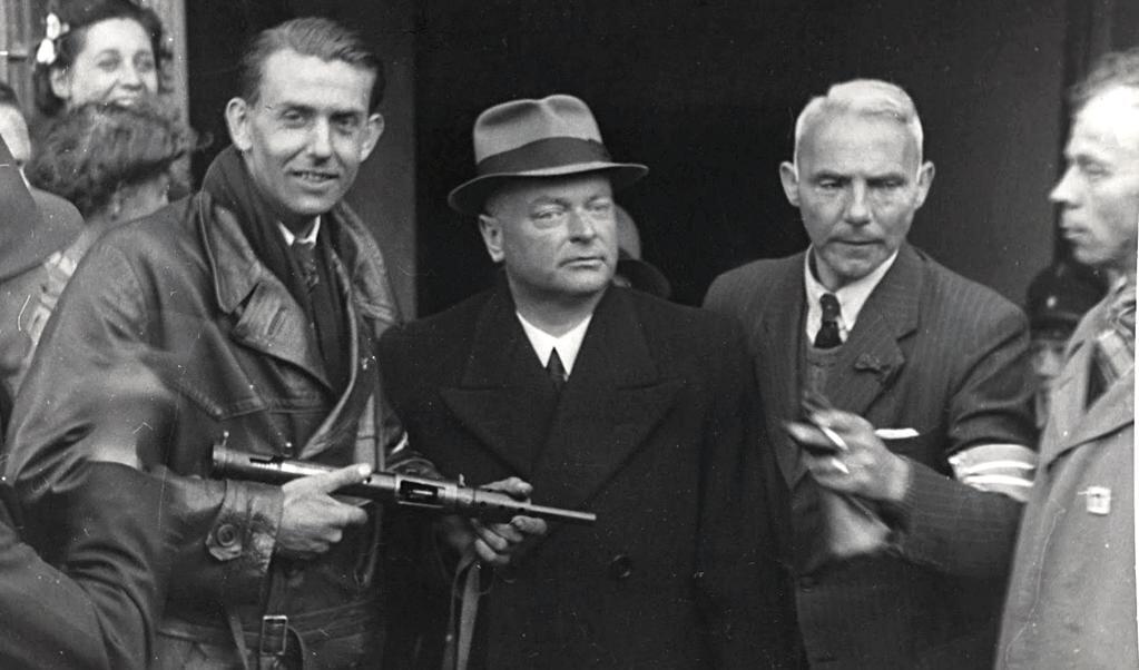 Arrestatie van Anton Mussert op 7 mei 1945.  (beeld Nationaal Archief)