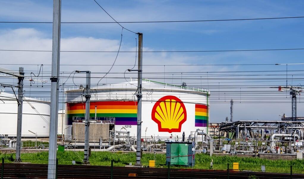 Exterieur van Shell in Pernis.  (beeld anp / Robin Utrecht)