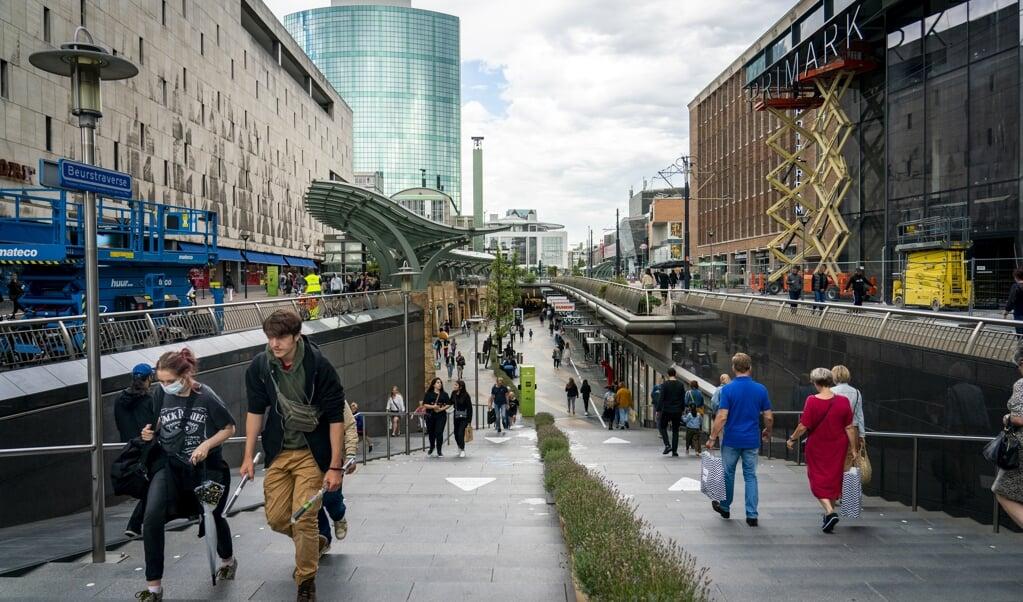 In Rotterdam en omstreken vertoont het aantal coronabesmettingen een grillig karakter met een nieuwe stijging.  (beeld anp / Jerry Lampen)