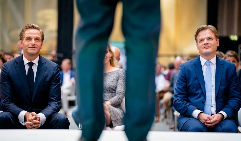 Minister Hugo de Jonge van Volksgezondheid en Kamerlid Pieter Omtzigt tijdens de bekendmaking van de eerste stemmingsronde voor de lijsttrekkersverkiezing van het CDA.  (beeld anp / Bart Maat)