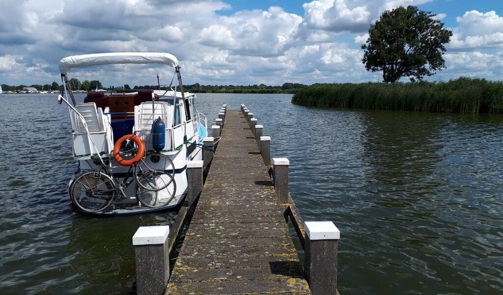 De boot van Ashok en Sjoukje Ishwardat.  (beeld Ruth van der Kolk)