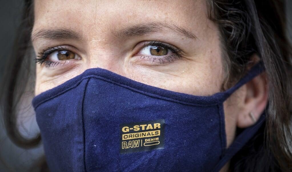Wetenschappers vroegen zich af in hoeverre persoonlijkheid van invloed is op het navolgen van regels zoals het dragen van een mondkapje.  (beeld epa / Ramon van Flymen)