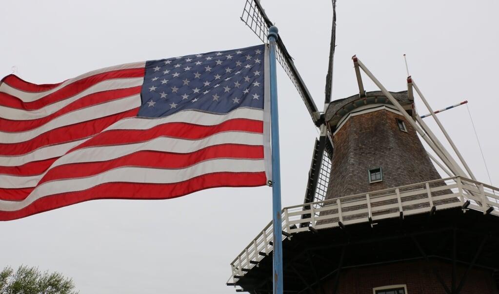 Hollandse molen in Amerikaans dorp.  (beeld Riekelt Pasterkamp)