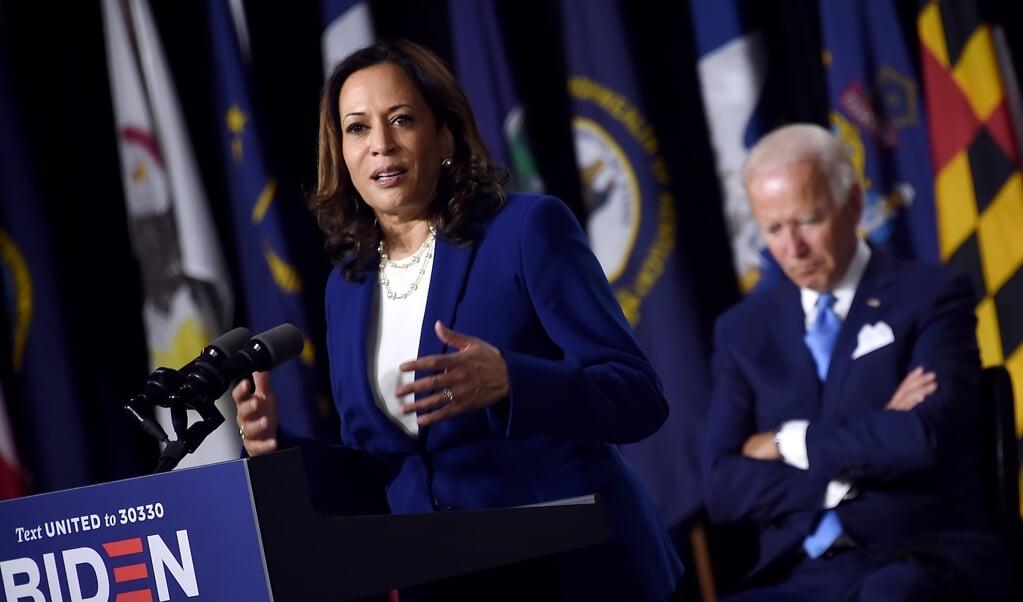 Presidentskandidaat Joe Biden en zijn running mate Kamala Harris presenteren zich als een hecht en strijdbaar team.  (beeld afp / Olivier Douliery)