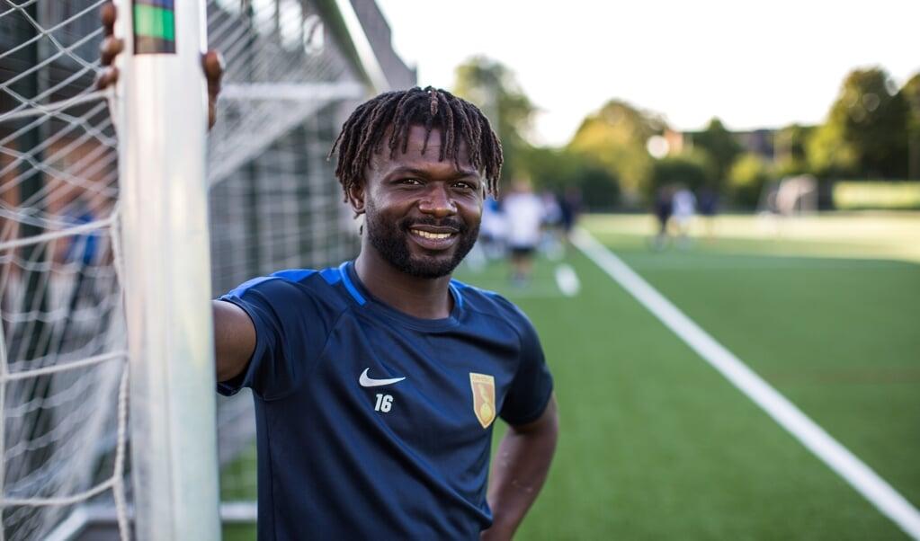 Christian Gandu op het veld bij zijn club DHSC in Utrecht.  (beeld Ron Beenen)