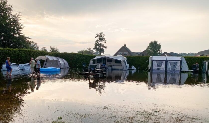 In Lunteren kwam een camping onder water te staan.  (beeld anp / News United)