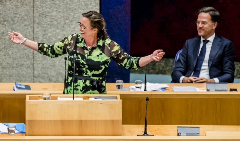 Minister Tamara van Ark is verantwoordelijk voor de lonen in de zorg. 'Ik vind loonsverhoging niet realistisch.'  (beeld anp / Remko de Waal)
