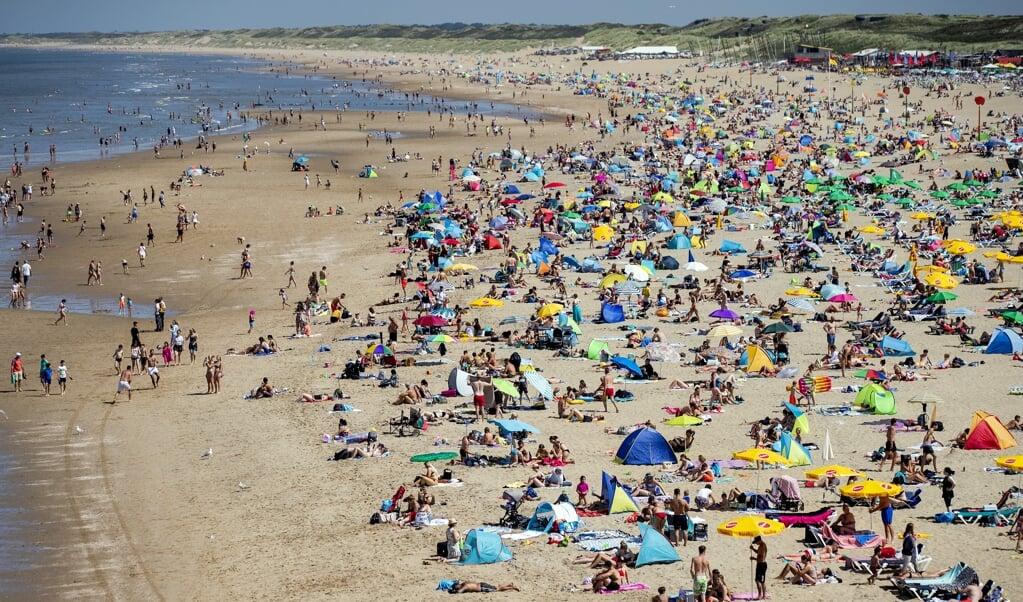Het strand van Scheveningen donderdag.  (beeld anp / Sem van der Wal)
