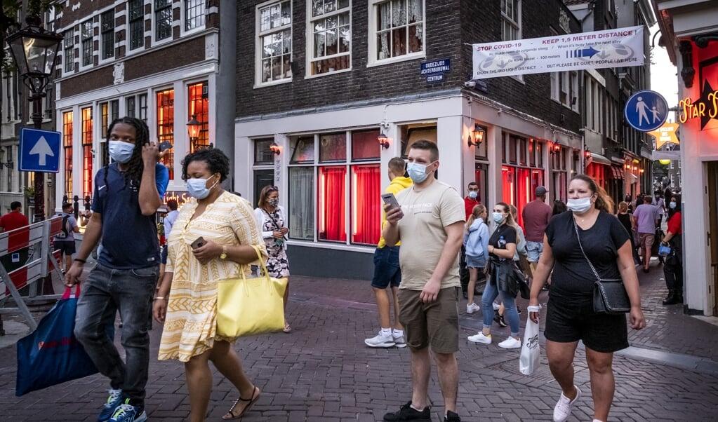 <p>Het aantal vrouwen uit arme landen in Oost-Europa dat in de Nederlandse prostitutie werkzaam is, is sinds de legalisering van de prostitutie in Nederland toegenomen. Op de Wallen in Amsterdam is het zelfs 95 procent van alle vrouwen.</p>  (beeld anp / Ramon van Flymen)