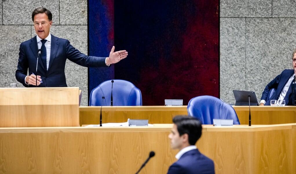 Premier Mark Rutte in debat met Rob Jetten.  (beeld anp / Remko de Waal)
