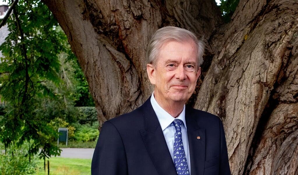 <p>Nikolaos (Koos) van Dam was ambassadeur namens Nederland in onder meer Egypte, Turkije, Duitsland en Indonesi&euml;. Van Dam geldt als Midden-Oostenkenner en was speciaal gezant voor Syri&euml;.</p>  (beeld Dirk Hol)